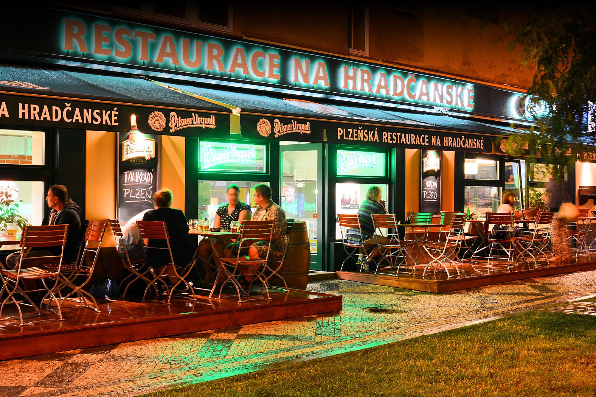 Restaurace_Na_Hradcanske_Praha_b